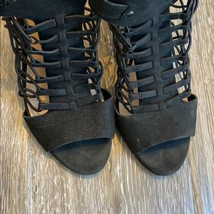 Vince Camuto black sandals